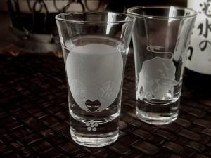 卒寿のお祝いに干支と梅のモチーフグラス