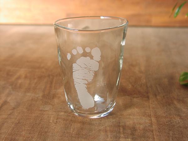 主人への誕生日プレゼントに足形グラス