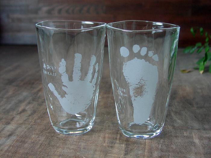 手足型入りのペアグラス