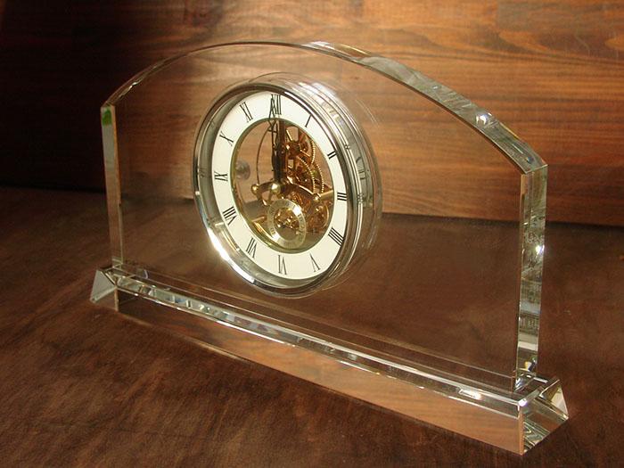 社長就任のお祝いにロゴ入り時計